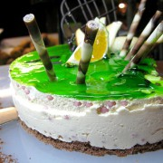 chocolate_cake_with_kiwi_jello